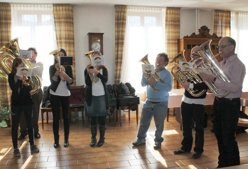 """Aubade par des musiciens de la fanfare """"L'Avenir"""" de Fully"""
