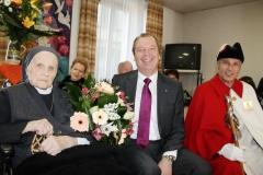 Monsieur Tornay, heureux de fêter Sr Michelle