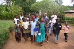 Groupe des enfants à l'école de la prière à Siably