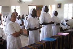 Sr Nadège et Sr Esther ont reçu les Constitutions des Srs de Ste-Ursule