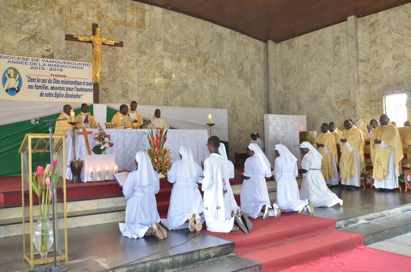 Consécration au Christ en présence de sr Marie-Chantal accompagnée par sr Henriette