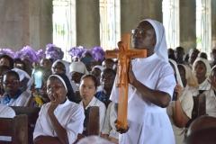 Sr Dorcas et la croix du Christ Victorieux