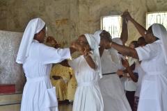 La communauté des sœurs accueil les jeunes professes perpétuelles